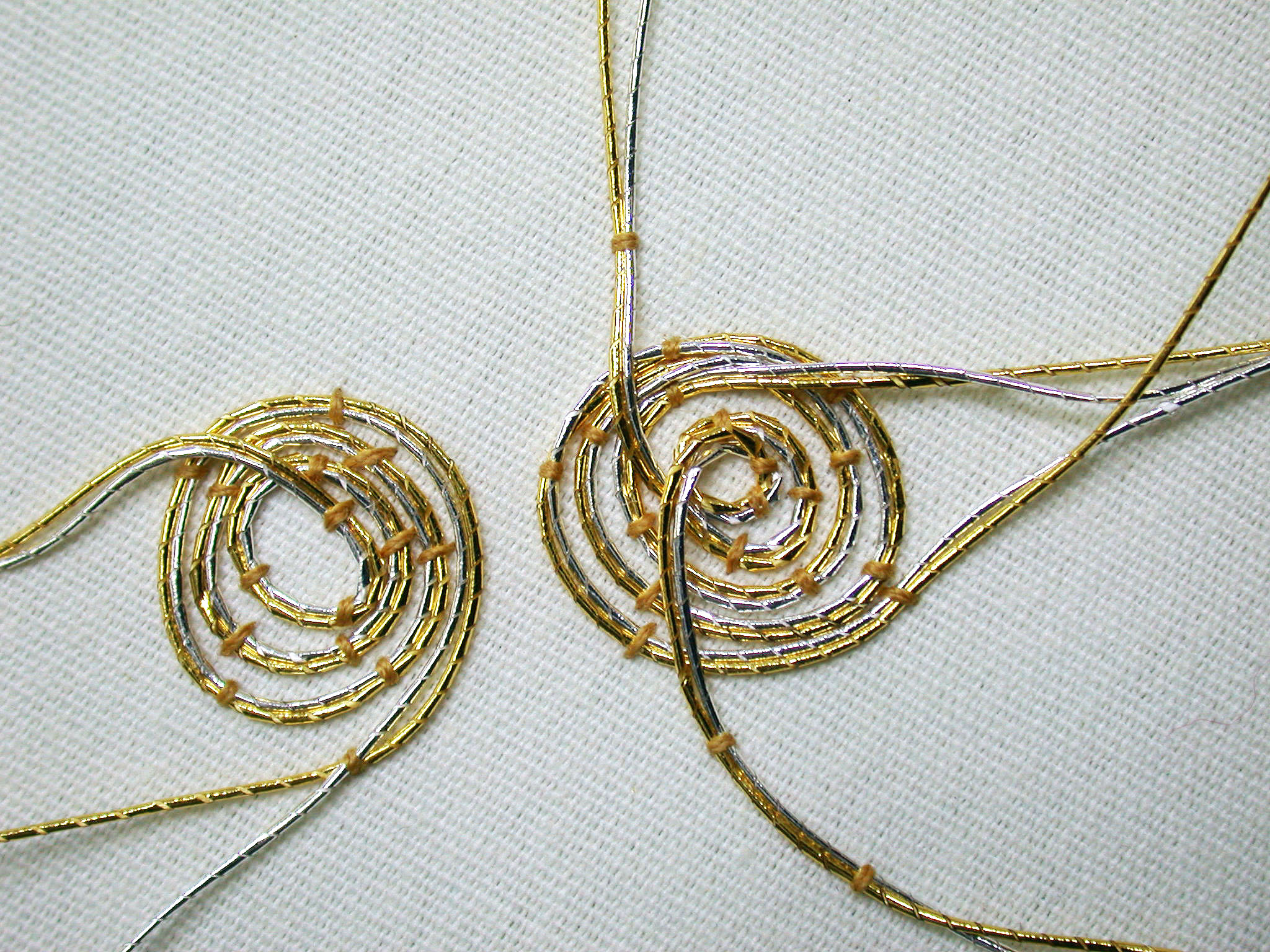 Gold Passing Thread #1 - 1 meter