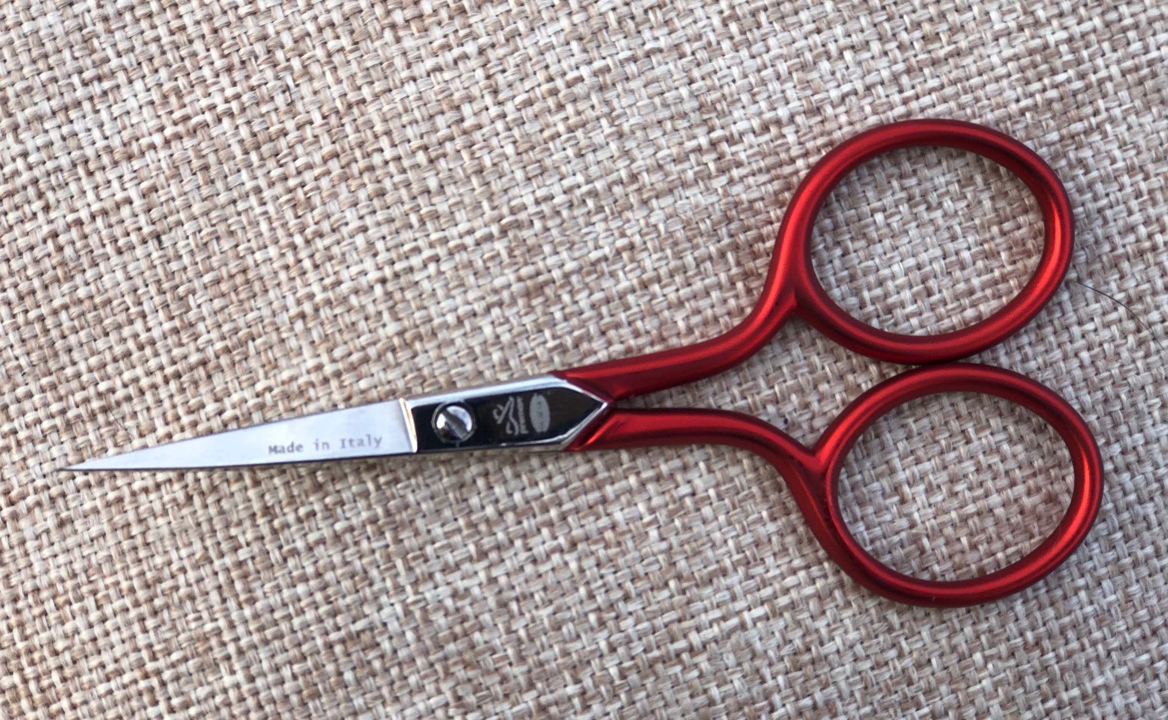 "X305S Premax® red handle 3.5"" embroidery scissor serrated"